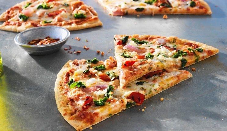 بالصور كيفية تحضير البيتزا , البيتزا في البيت بطريقة سهلة 2703 1