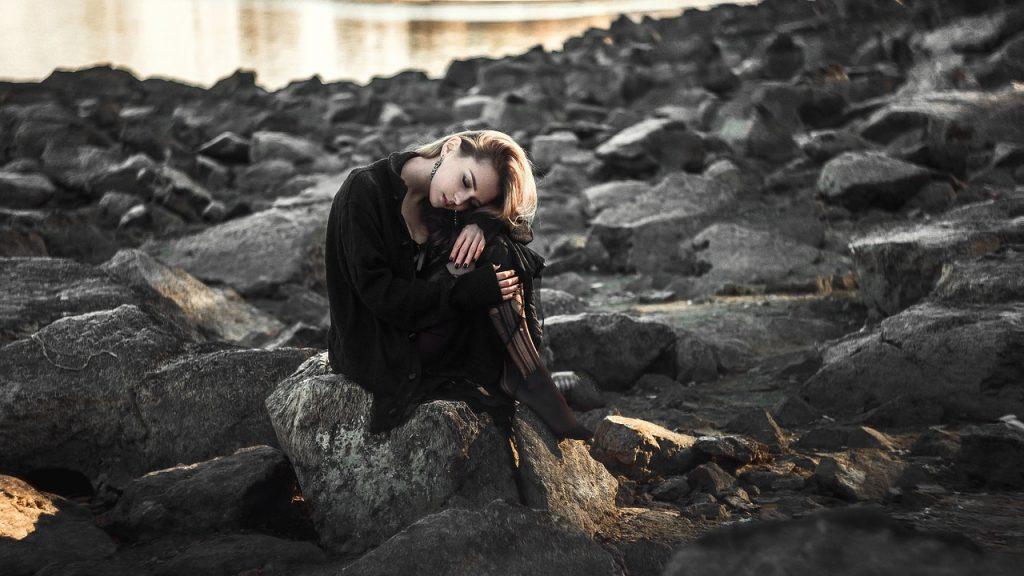صور اجمل الصور الحزينة للبنات , خلفيات وصور حزينه