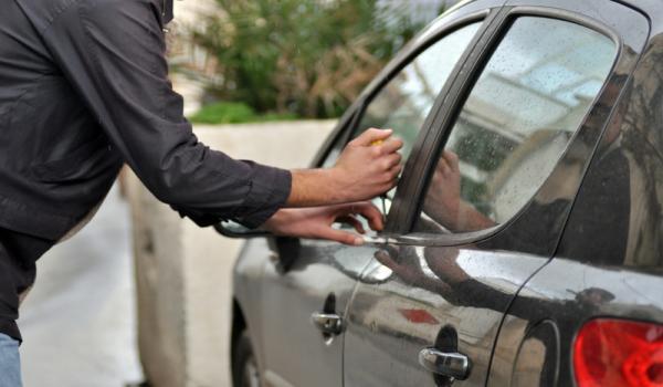 صور تفسير حلم سرقة السيارة , ماذا يعنى ضياع السيارة ف المنام