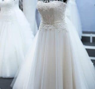 صور حلمت انى ارتدى فستان زفاف وانا متزوجه , تفسير حلم ارتداء الفستان الابيض بالمنام