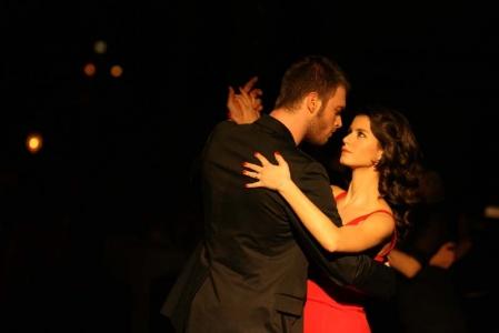 بالصور قبلات العشق الممنوع , قبلات مسلسل العشق الممنوع التركي 12504 8