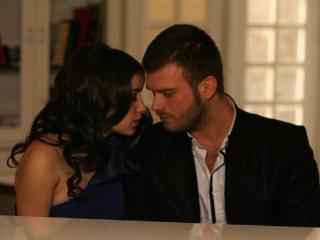 صورة قبلات العشق الممنوع , قبلات مسلسل العشق الممنوع التركي