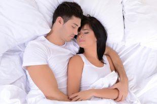 صور افضل طريقه للنوم في حضن الزوج , نوم الزوجين ممع بعضهما لبعض