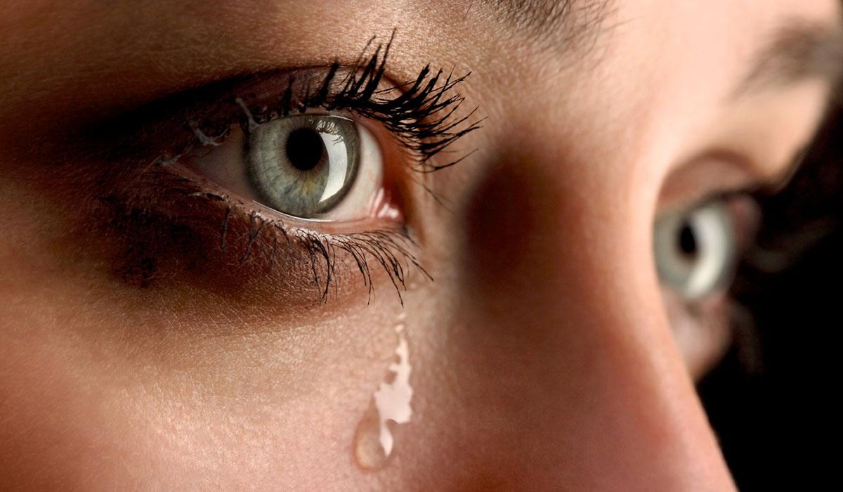 صورة ماهي اسباب دموع العين 11765 1